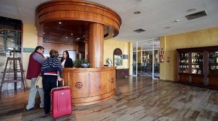 Recepción ELE Hotel Puerta de Monfragüe