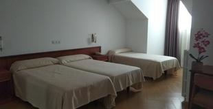 Chambre triple standard hôtel ele acueducto ségovie