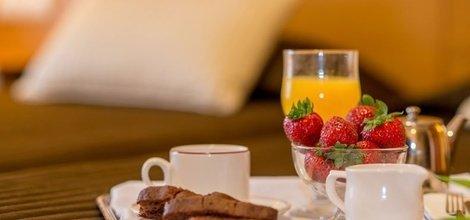SERVICIO DE HABITACIONES Hotel ATH Al-Medina Wellness